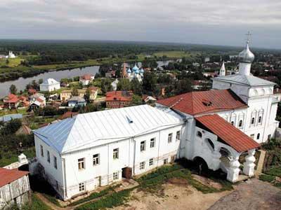 Вид на город с колокольни Николо-Троицкого монастыря. Церковь Иоанна Лествичника.