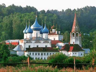 Вид на Благовещенский собор из-за реки Клязьма.